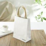La qualité conçoivent les sacs en papier blancs de Papier d'emballage avec l'impression de logo