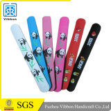 Подарки способа выдвиженческие с подгонянным Wristband шлепка PVC логоса отражательным