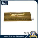 Нагрудная планка с фамилией участника логоса клиента в глянцеватой плакировке золота