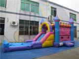 スライドを持つ美しいCastle Children Inflatable Toy王女の膨脹可能な警備員