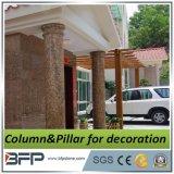 Columna Corinthian de mármol amarillenta
