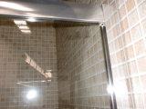El bastidor de cuarto de baño ducha de vidrio transparente con puerta corredera de 90X90