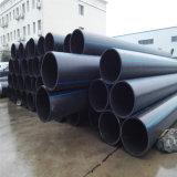 Tubulação do HDPE da água usada no projeto de dragagem