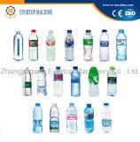 Flasche, die Mineralwasser-Füllmaschine trinkt