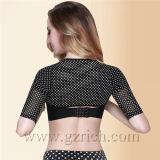 制御ガードルShapewearを細くする女性の肩の校正者のShaperアーム