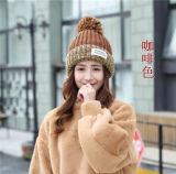 女性のロゴの習慣によって編まれる冬の帽子の帽子