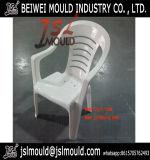 屋外のプラスチックによって武装させている椅子型