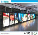 Lampada di via Palo 3G che fa pubblicità al segno esterno del Palo della bandiera della visualizzazione di LED P6
