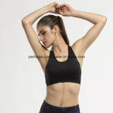 快適な女性のテニスのスポーツのブラの体操は適性のベストを身に着けている