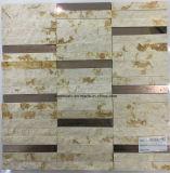 Mattonelle di mosaico di marmo della striscia con superficie rotta o dentro e fuori