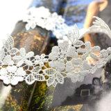 Colar encantadora do Choker da folha da cavidade da flor branca do Crochet Handmade