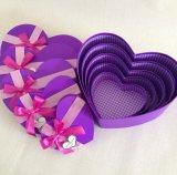 발렌타인 데이 동안 심혼 모양을%s 가진 로즈 선물 상자