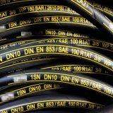Boyau en caoutchouc hydraulique tressé de boyau de pétrole de tube de fil de SAE R1 R2 DIN 1sn 2sn