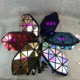 新しい方法レーザーPUは袋に幾何学的な折る女性を旅行装飾的な袋のオルガナイザーの構成のケースの洗面用品袋キットの美のケース構成する