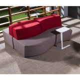 Sofa de salon de tissu de forme incurvée avec du chrome rond à base métallique