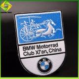 中国メーカーの卸売のカスタム折りえりPin車のロゴBMWの刺繍のバッジ
