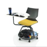 新しいイタリアデザイン学校の教室の使用の執筆タブレット学生の椅子