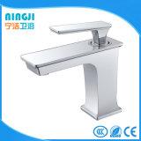 Quadratisches einzelnes Handchrom-fertiger Badezimmer-Hahn