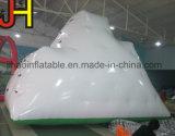 Giocattolo gonfiabile dell'acqua che fa galleggiare iceberg rampicante gonfiabile per la sosta dell'acqua