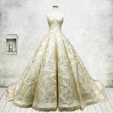 Lacet nuptiale sans bretelles A - ligne robe de mariage gonflée H16115 d'or de robe de bille