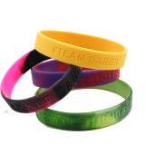 O desporto de moda Pulseira Multi Turbulência unissexo manguito de borracha de silicone Debossed bracelete de cor