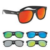 Gafas de sol de un dólar con diversos vidrios de Sun blancos y negros del color 2017