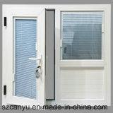 Blindes schönes Aluminiumfenster prüfen
