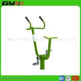 Im Freienübungs-Gerät mit stationärem Fahrrad