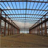 金属の建築構造はプレハブの軽い鉄骨構造、鋼鉄建物を写し出す