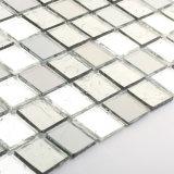 El cuarto de baño de plata Backsplash muestras azulejos de mosaico vitrales