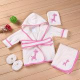デザイン動物の模倣の赤ん坊の浴衣の赤ん坊フード付きタオル