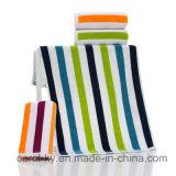 Хлопок цветной полосой пляжа банными полотенцами.