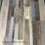 La pente commerciale facile installent la texture douce étendent lâchement le plancher de vinyle