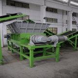 La double destructeur de l'arbre à couper les déchets de plastique