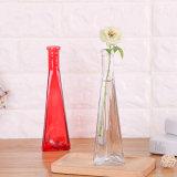 Bottiglie colorate moderne decorative del vaso di vetro elegante del triangolo per la decorazione domestica