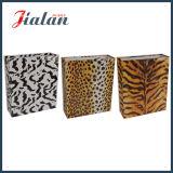 El diseño de las ventas al por mayor modifica la bolsa de papel para requisitos particulares impresa insignia del leopardo de la manera