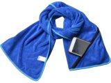 L'essiccamento veloce di Microfiber mette in mostra il tovagliolo di ginnastica di forma fisica con l'azzurro del sacchetto della chiusura lampo