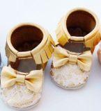 2016 Fashion Primeiro Walkers Moccasins bebé ao calçado de couro macio Pendões Prewalker Bebé calçado para crianças