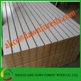 MDF Slatwall van de Melamine van de vertoning Plank Ingelaste met de Staaf van het Aluminium