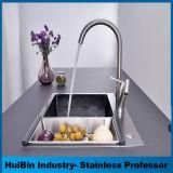 El ahorro de agua montado en la plataforma solo manejar grifos eléctrico de la purificación del agua del grifo de cocina
