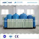 El tanque del vaso del tratamiento de aguas FRP instalado con las válvulas y los distribuidores