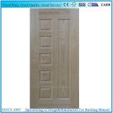 中国の装飾的な内部か外部木によって形成されるドアの皮