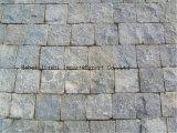 敷石の磨かれた暗い灰色の花こう岩の私道を美化する庭