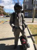 白黒い単一の車輪のスクーター、セリウムのRoHS 350W 1の車輪の電気Unicycleの小型スクーター、電気FCCの単一の車輪