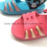 Sandalo del capretto rosso e blu
