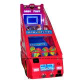 遊園地の硬貨によって作動させるアーケード機械バスケットボールの射撃のゲーム