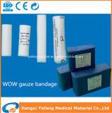 Rolo profissional da atadura da gaze para cuidados médicos