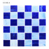 建築材料の溶かされた装飾的で青い床タイルのステンドグラスのモザイク