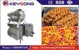 Pommes frites industrielles de pommes chips faisant frire la machine
