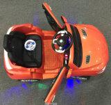Paseo eléctrico de los nuevos cabritos populares en el juguete del coche